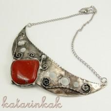 Cínovaný náhrdelník Hestia s červeným jaspisom